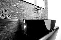μινιμαλιστικές γραμμές, απόλυτη κομψότητα στο μπάνιο μονοκατοικίας στο Π. Ψυχικό