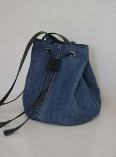 Billedresultat for recycle jeans Upcycled denim jeans bag - pinning for inspiration - item is/was for sale. Dimensions - height diameter of the bottom - shopping bags from old jeans pic for inspiration purpose only, links to site to purchase from maker 71 Jeans Recycling, Mochila Jeans, Jean Diy, Sacs Tote Bags, Sewing Jeans, Jean Purses, Denim Ideas, Denim Crafts, Fabric Bags