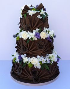 Love the fan design on this, but I don't think the flowers really compliment the cake.......maybe in different colors?