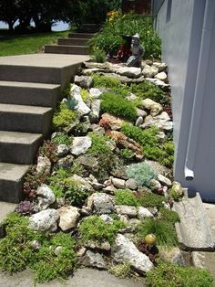 28 awesome front yard rock garden landscaping ideas DIY Garden Yard Art When growing your own lawn y Rockery Garden, Xeriscaping, Sloped Garden, Sloped Backyard, Gravel Garden, Garden Arbor, Garden Water, Large Backyard, Terrace Garden
