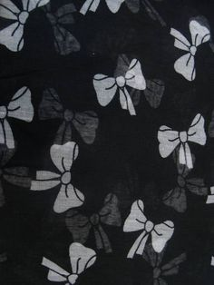 Lenço preto com laços brancos R$ 39,00  www.elo7.com.br/dixiearte