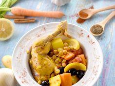 cuisse de poulet, pomme de terre, carotte, tomate pelée, olive noire, pois chiches, citron, oignon, ail, raisins secs, paprika, safran...