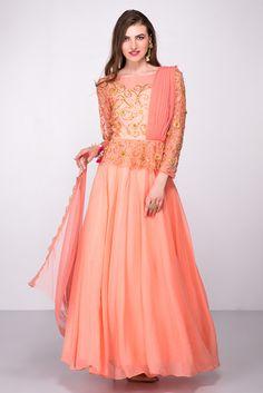 STUDIO 41 JAIPUR Peach Drape Style Gown #flyrobe #wedding #weddingoutfit #flyrobeweddings #receptionoutfits #designerwear #designergown #receptiongown