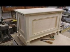 Make a Blanket Chest / Toy Chest - Part 2 - Making the Top by Jon Peters Wood Projects That Sell, Diy Furniture Projects, Handmade Furniture, Diy Wood Projects, Wood Furniture, Woodworking Projects, Woodworking Forum, Teds Woodworking, Pallet Chest
