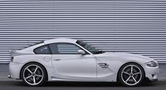 Schnitzer's attempt to Debangle the side of the Z4M is partially successful.