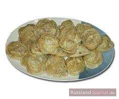 Manti – gefüllte Teigtaschen – ist ein Gericht der asiatischen Küche. Nach Russland kamen Manti über die ehemaligen Sowjetrepubliken Usbekistan und Kasachstan. Kein Wunder also, dass Manti vor allem im Süden von Russland und in Tatarstan gerne gegessen werden. Manti erinnern an russische Pelmeni, schmecken aber anders. Im Gegensatz zu Pelmeni werden Manti nicht gekocht, …