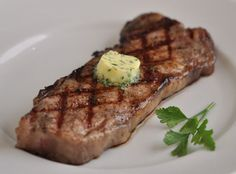 Grilled New York Strip with Herb Garlic Butter - Southern Boy Dishes - recipes Grilled Steak Recipes, Grilling Recipes, Beef Recipes, Cooking Recipes, Cast Iron Steak, Garlic Herb Butter, Pepper Steak, Juicy Steak, Le Diner