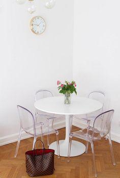 Transparenta labradoren plaststolar. Köksstol, kök, stol, plast, polykarbonat, transparent, möbler, inredning, vardagsrum. http://sweef.se/stolar/57-labradoren-stol-i-polykarbonat.html