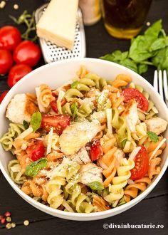 salata-italiana-de-paste-tricolore-cu-pui-a Pasta Salad, Picnic, Drinks, Ethnic Recipes, Food, Crab Pasta Salad, Drinking, Beverages, Eten