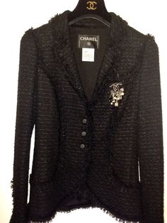 Chanel. Poly/rayon/viscose metallic tweed with silk lining.