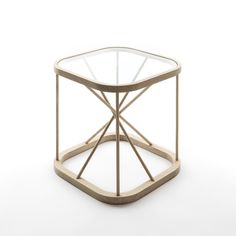 Woodnotes TWIGGY is a small visually and physically light side table. Design Raffaella Mangiarotti & Ilkka Suppanen.