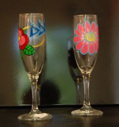 painted glasses Sister Crafts, Flute, Champagne, Craft Ideas, Glasses, Tableware, Inspiration, Eyewear, Biblical Inspiration