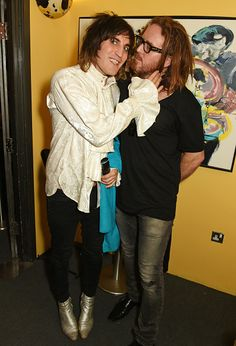 Noel Fielding & Tim Minchin attend the press night performance of '27' at The Cockpit Theatre on September 12, 2016 in London {x} Those trousers are low, Noel. Not that we're complaining.