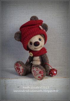 Ricky, petit ours de collection en laine feutrée, bonnet rouge : Autres art par les-vendredis-de-nath
