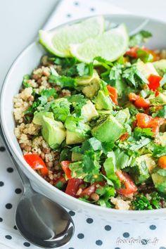 Je suis accro au quinoa. J'adore le quinoa rouge et son petit goût noisette. Cette salade est un excellent plein d'énergie pour le déjeuner.