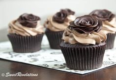 How ti make chocolate  roses for cake or cupcakes. Looks sooo easy!!