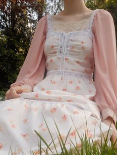amélie — 🌷 this dress makes me feel like aurora. Aesthetic Fashion, Aesthetic Clothes, Aesthetic Body, Summer Aesthetic, Cute Fashion, Fashion Outfits, Fashion Ideas, Vintage Fashion, Mode Hijab