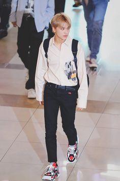 Nct 127, Cute Asian Guys, Airport Style, Fashion 2020, Kpop Fashion, Asian Men, Taeyong, Nct Dream, Boy Groups