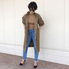 秋アウターは「紺ブレ」かユニクロ ユーの「防水コート」 | スタッフの 今日のコーデ | mi-mollet(ミモレ) | 明日の私は、もっと楽しい Mom Jeans, Normcore, Pants, Style, Fashion, Trouser Pants, Swag, Moda, Fashion Styles