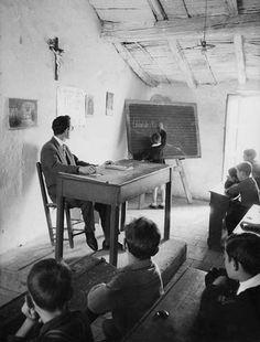Mario De Biasi. School in Rocca Imperiale, Calabria 1954