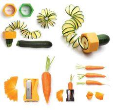Para animar a comer verduras a los peques de la casa. Y también para que tus platos tengan otro aire:  http://www.pequesymas.com/compras/accesorios-de-cocina-para-animar-a-comer-verdura-en-casa-y-otros-disenos-atractivos