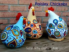 DIY: Paisley chickens from gourds! Could also make plaid or polka-dot chickens! Excellent tutorial on creating the paisley design - breaks it down step by step. {Aunt Judy, between the chickens and the paisley, this made me think of you! Chicken Crafts, Chicken Art, Crafts To Make, Fun Crafts, Arts And Crafts, Art Adulte, Deco Originale, Painted Gourds, Chickens And Roosters