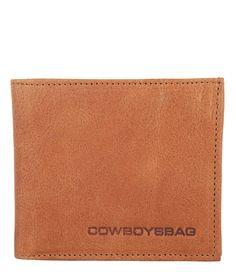 Wallet Staxton van Cowboysbag is een tijdloze portemonnee in een lederen jasje. De portemonnee is een tri-fold model en biedt voldoende ruimte (€59,95)