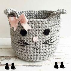 Olha que idéia super! #gatito Gente, vocês podem fazer os complementos dos rostinhos com barbante. Fica #fofo e #delicado. Da @didosgifthouse #crochet #crochê #crocheting #craft #handcrafted #handmade #feitoamão #artesanato #lovecraft #crochetlove #crochetlife #instacrochet #fiodemalhaecologico #fiodemalha #trapillo #trapilho