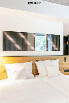 Ambiloom® Mirror 1700 ist ein moderner Ganzkörperspiegel mit ambienter Beleuchtung. Aus der Verschmelzung von Licht und Textil entstehen unvergleichliche Lichteffekte in der Spiegelung. Das verleiht dem Design Spiegel weitaus mehr als elegante Funktionalität. Er ist ein Stück Wandkunst, das die Wahrnehmung der Hotelgäste weckt. Sein Lichteffekt durchbricht starre Hotelzimmer und verleiht optische Tiefe. #ambiloom #ettlinlux #spiegel #lichtspiegel #hotel #hotelzimmer #hoteldesign #lichtdesign Mirror, Hotel Bedrooms, Indirect Lighting, Light Design, Modern Full Length Mirrors, Interior, Perception, Mirrors