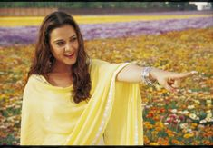 Veer Zaara: <3 this movie (!) & also love Preity Zinta's hair and nose rings in this movie haha