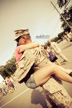This moment can't possibly come soon enough. Air Force Girlfriend, Army Girlfriend, Military Couples, Military Wife, Usmc, Marines, Military Welcome Home, Rachel Smith, Homecoming Pictures