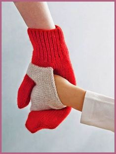 Baby Knitting Pattern Gift ideas mums will LOVE Baby Knitting Patterns, Crochet Patterns, Knitting Ideas, Free Knitting, Knit Mittens, Knitted Gloves, Baby Mittens, Mittens Pattern, Fingerless Mittens