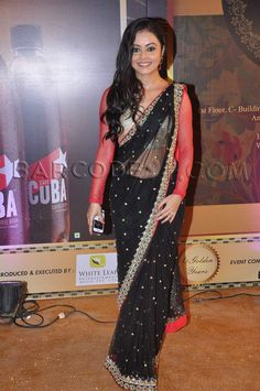 Devoleena Bhattacharjee in a black saree at the Boroplus Gold Awards.