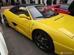 Tra le rosse del Cavallino Rampante... una Ferrari gialla alla manifestazione del 22-23 ottobre a Padova.