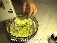 Hogyan készítsünk krémes sheavajas testápolót házilag? 80 g finomítatlan sheavaj 20 tiszta, hidegen sajtolt növényi olaj (pl.:mandula, szőlőmag, sárgabarack) 20-30 csepp illóolaj (pl.: narancs, citromfű, ilag-ilag) 5 csepp E vitamin