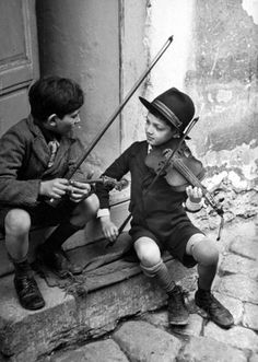 GYPSY CHILDREN PLAYING VIOLIN ON THE STREETS OF BUDAPEST BY N.R FARBMAN (1939)