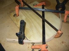 How to bend laminated strips. Nice jig.