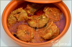 Nigerian Fish Stew is a very popular Nigerian stew. It is made with either raw, parboiled or fried fish. It is enjoyed with Boiled rice, Yam, Bread...