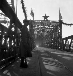 Znovuotvorenie legendy: Veľké porovnanie po 70 rokoch, FOTO Mosta Červenej armády vtedy a teraz – galéria | Topky.sk - Bleskovky Bratislava, Arches, Past, Louvre, Building, Times, Travel, Retro, Pictures