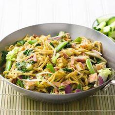 Recept - Bami goreng met spekjes en ei - Allerhande Dutch Recipes, Asian Recipes, Cooking Recipes, Healthy Recipes, I Love Food, Good Food, Yummy Food, Dean Foods, Indonesian Food