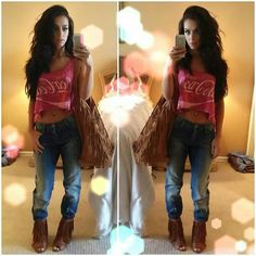 Carli bybel-love the Bf jeans with the crop top.