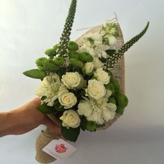 04/08/15 Blooms. Send in London for just £18 inc delivery
