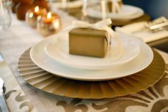 Did you know Matte Metallic Paints can help transform your old gift wrap, a blah plate charger AND stencil your table runner and linens? Click in for more on all! Rustic Backyard, Home Management, Modern Masters, Decor Ideas, Craft Ideas, Charger Plates, Fall Table, Do It Yourself Projects, Paint Cans