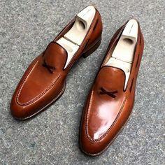 #saintcrispinsshoes  what a gentleman need to win a war  #MrRobert #gentlemen