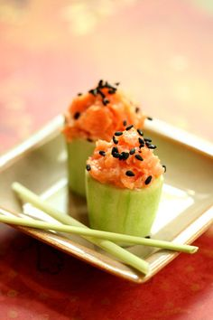 Spicy tuna is my favorite thing to order from sushi house menus.  I love cooking Japanese favorites and sometimes I even make sushi at home.  If you don't know how to roll your own sushi, this version is a simple way to enjoy tuna and impress your guests with a light, spicy appetizer.