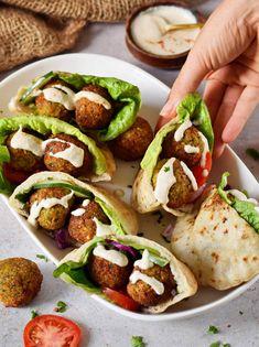 Falafel Vegan, Falafel Pita, Falafel Sandwich, Delicious Vegan Recipes, Vegetarian Recipes, Healthy Recipes, Healthy Foods, Pita Recipes, Snack Recipes