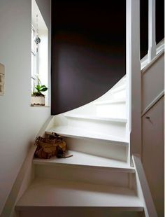 Painting a stair – – - New Deko Sites Hallway Inspiration, Stairways, Home Improvement, Sweet Home, Shelves, Interior, Room, Painting, Furniture