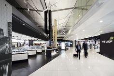 Boutique Hors-Taxes, Aéroport De Montréal  Design HUMÀ design (concepteur), CHA-JLP (execution) Categorie Prix espace commercial de plus de 5 400 pi²