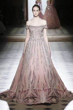 Tony Ward Fashion Show Couture Collection Spring Summer 2018 in Paris Couture Fashion, Runway Fashion, Fashion News, Latest Fashion, Prom Dress Couture, Fairytale Fashion, African Traditional Dresses, Tony Ward, Live Fashion