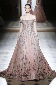 Tony Ward Fashion Show Couture Collection Spring Summer 2018 in Paris Couture Fashion, Runway Fashion, Fashion News, Latest Fashion, Pretty Outfits, Pretty Dresses, Opera Dress, Prom Dress Couture, Fairytale Fashion